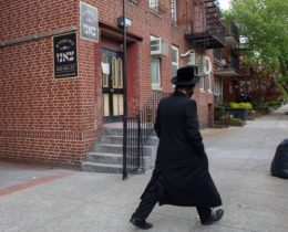Borough Park parents said a yeshiva was still being run out of a building on 48th Street during the coronavirus outbreak. Photo: Ben Fractenberg/THE CITY
