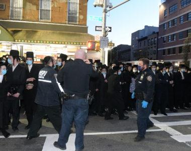 Funeral of Rabbi Chaim Mertz in Williamsburg. Scott Stein/Bklyner