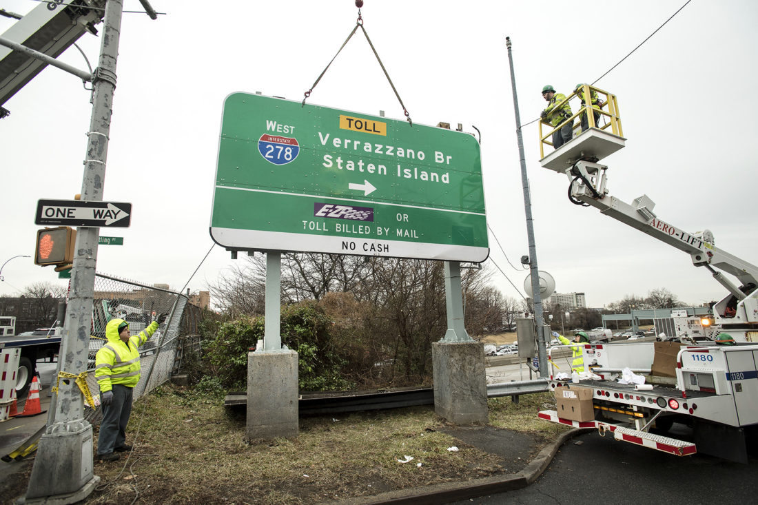 On Feb. 5, 2020, crews from MTA Bridges and Tunnels today replaced the first of 19 signs on agency property to feature the revised spelling of the bridge's name, incorporating an additional 'z' in the name Verrazzano. Photo: Patrick Cashin/Metropolitan Transportation Authority
